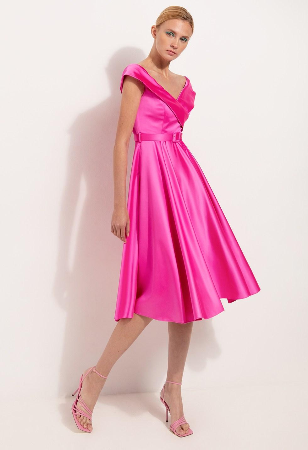 Μίντι φόρεμα σατινέ με ανοιχτούς ώμους image
